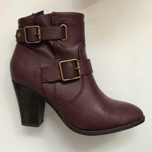 Like new plum boots